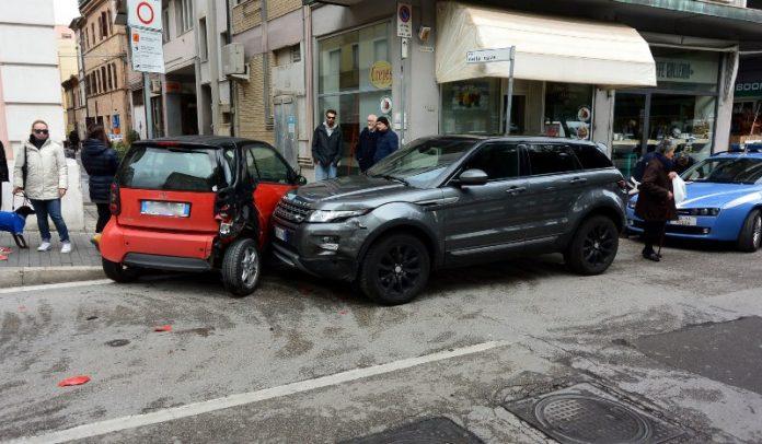 Smart contromano in piazza Civitanova